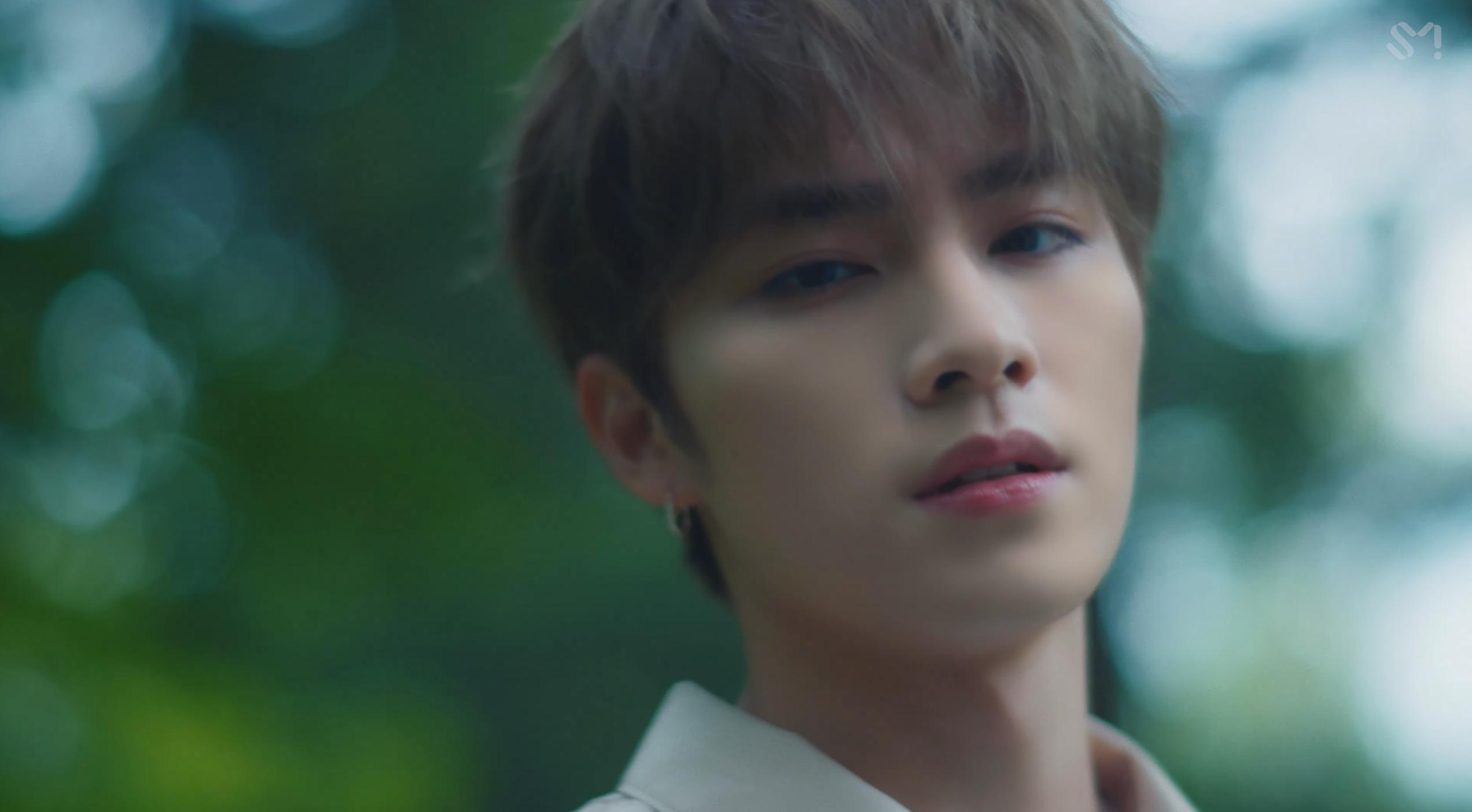 Bộ đôi WayV - KUN & XIAOJUN hoá hoàng tử hát tình ca trong MV đậm chất điện ảnh Back To You