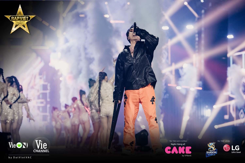 Trấn Thành từ căng thẳng trong hậu trường đến tỏa sáng tạo hit cùng Rhymastic trên sân khấu Live Concert Rap Việt All-Star