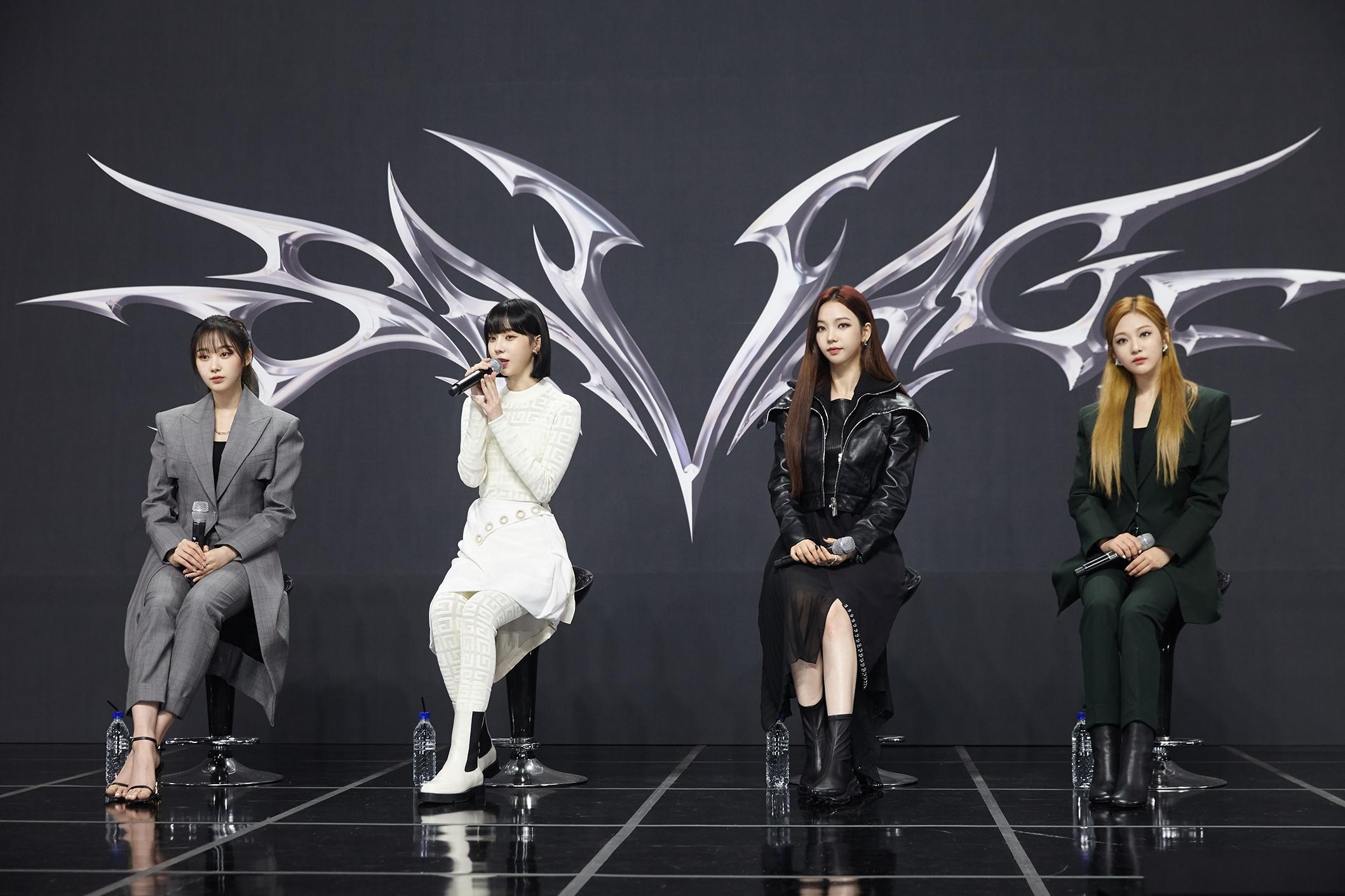 aespa chính thức trở lại với mini album đầu tay 'Savage', thiết lập thành tích khủng với hơn 400,000 bản pre-order