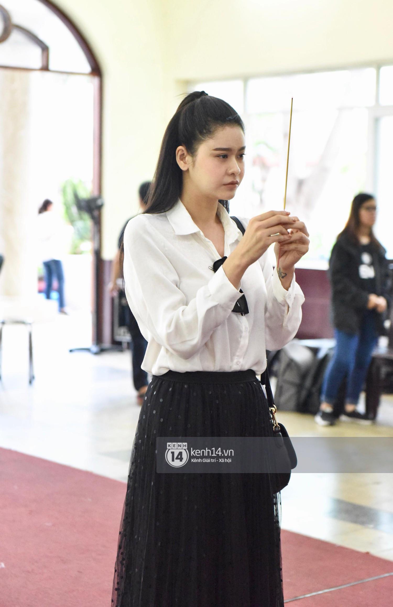 NSƯT Thành Lộc, Minh Hằng cùng dàn nghệ sĩ không giấu nổi đau buồn, nghẹn ngào trong tang lễ nghệ sĩ Lê Bình