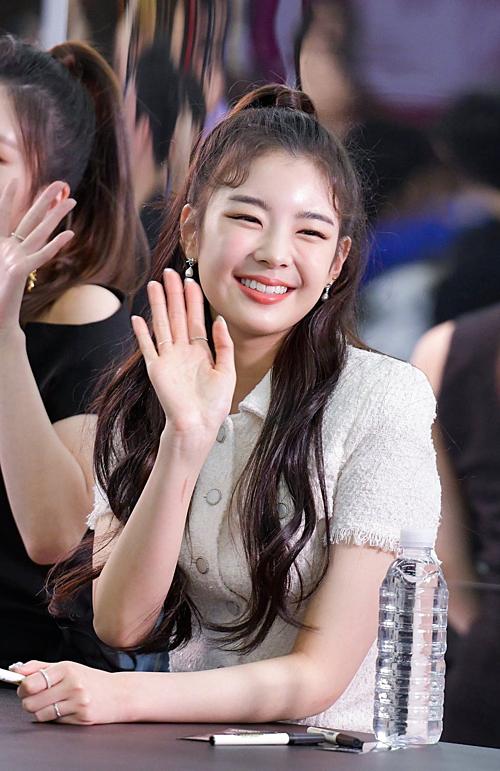 Em gái TWICE - ITZY đẹp xuất thần tại sự kiện: Yuna đẹp như nữ thần, Yeji quyền lực sang chảnh
