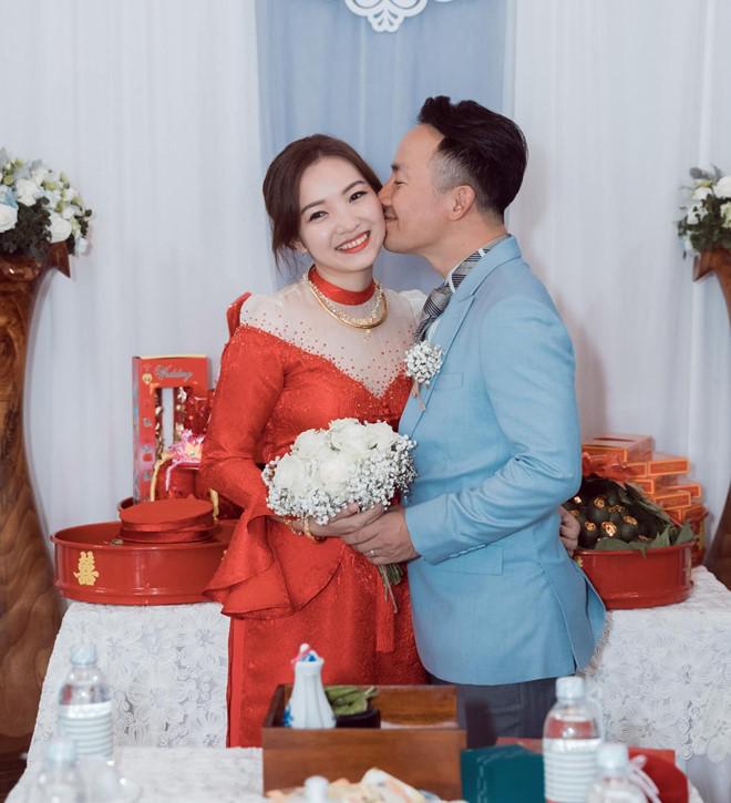Bà xã Tiến Đạt tiết lộ mang thai sau 5 tháng cưới và được ông xã cưng như trứng mỏng