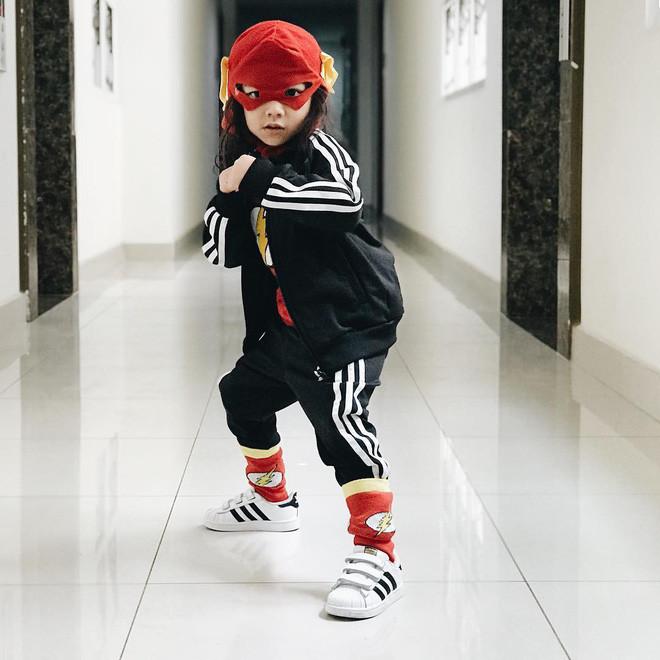Nhóc tì nhà đạo diễn Việt Max có follow trên Instagram cao gấp đôi bố mẹ, thường xuyên bị nhầm là con gái vì lý do này!