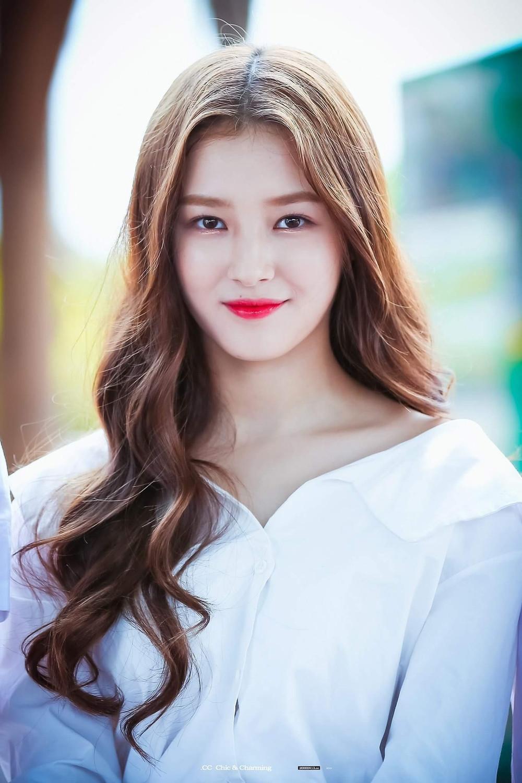 Đều là bông hồng lai hiếm có của Kpop: Nancy bị chê bất tài, Somi chuẩn bị debut hoành tráng