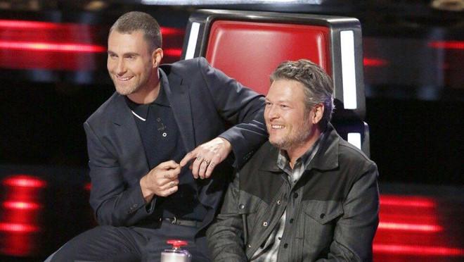 Người hâm mộ bàng hoàng khi Adam Levine chính thức rời ghế nóng The Voice Mỹ sau 16 mùa gắn bó