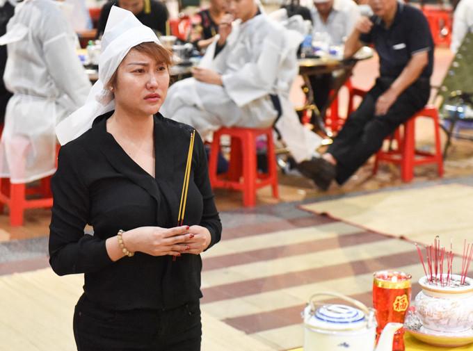 Chồng cũ nước ngoài đau buồn đến viếng đám tang bố Phi Thanh Vân