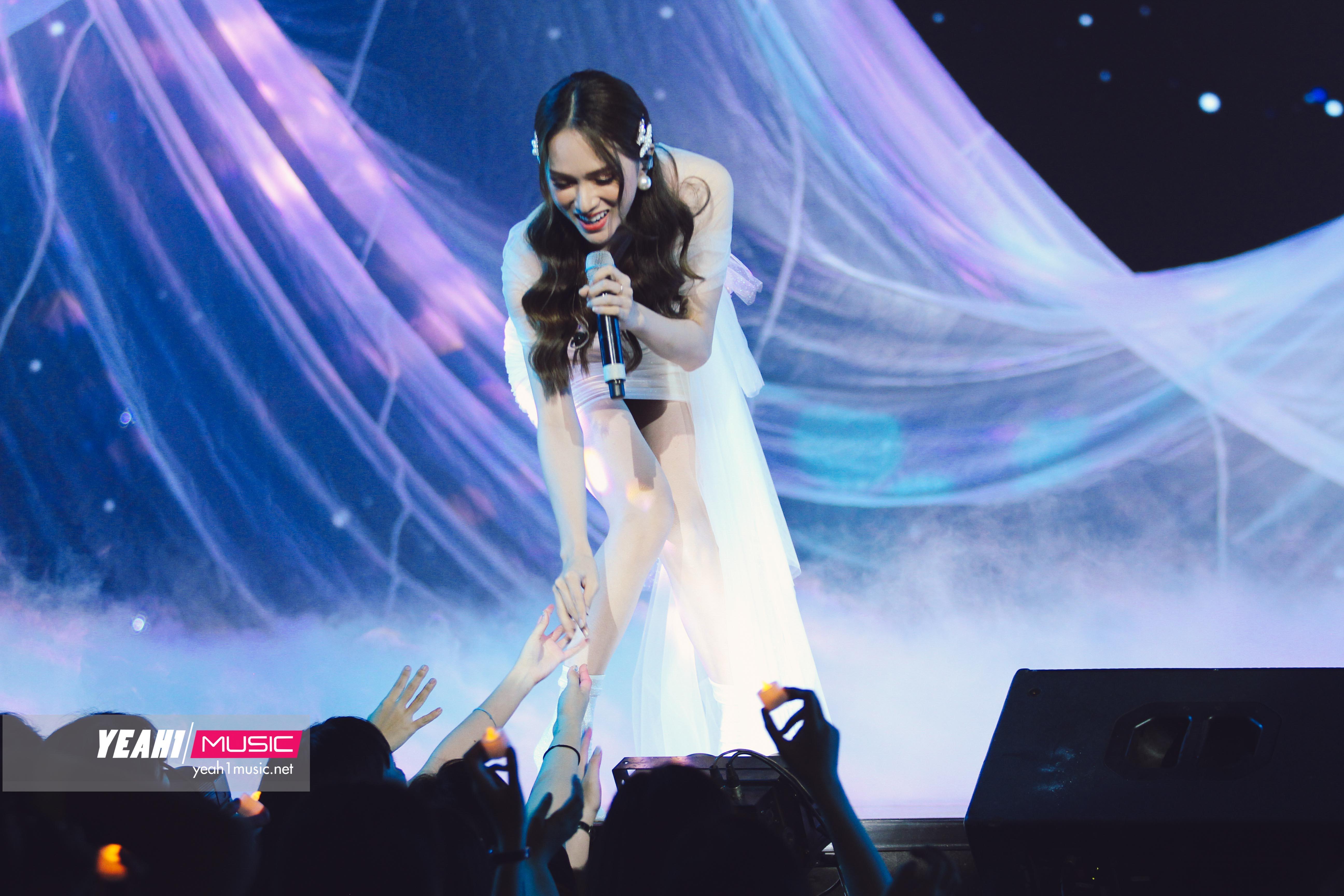 KARD và Ha Sung Woon đưa fan Việt lên mây, Hương Giang xinh đẹp hết nấc trong show Hàn-Việt
