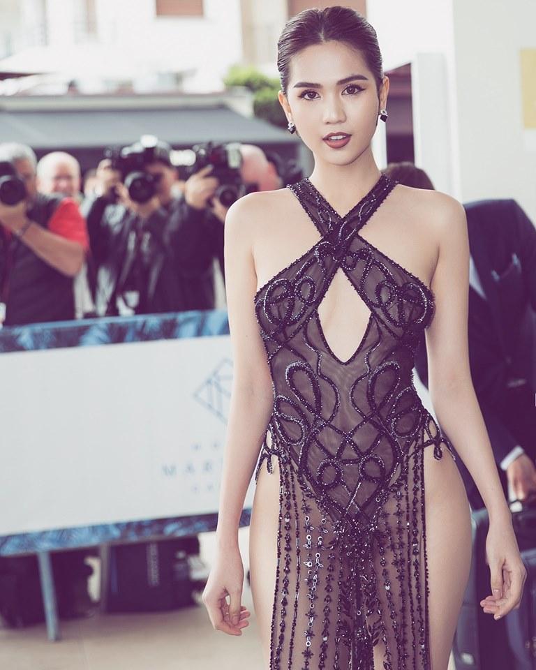 Trái ngược với khán giả Việt, công chúng quốc tế hết lời khen gợi Ngọc Trinh tại thảm đỏ LHP Cannes