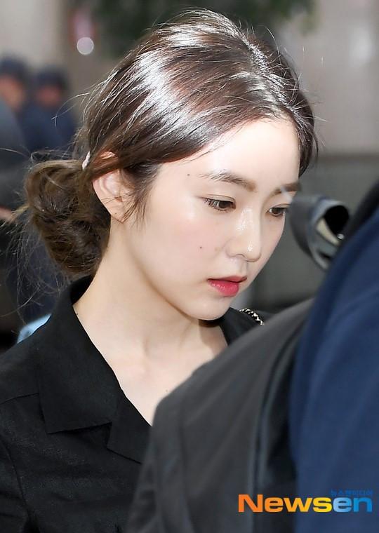 Taeyeon gây choáng với nhan sắc cực phẩm chạm ngưỡng 30 lấn át cả đàn em Red Velvet tại sân bay