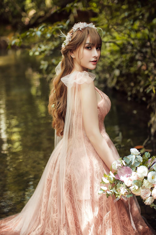 Thu Thủy hóa công chúa xinh đẹp trong bộ ảnh cưới cực lung linh cùng ông xã kém 10 tuổi