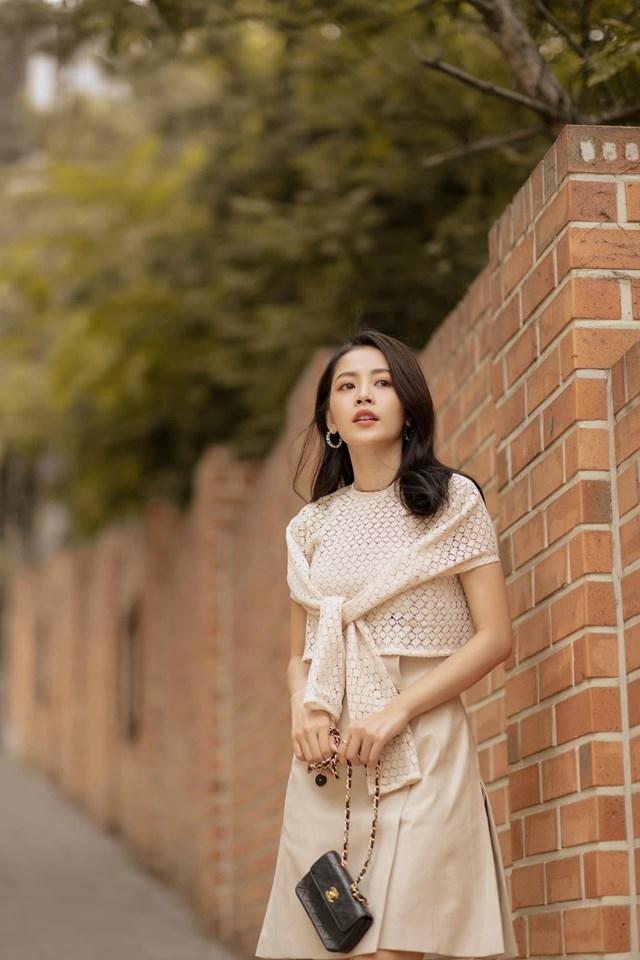 Chi Pu bị chỉ trích khi hát live yếu tại quê nhà nhưng hát không lệch nốt nào tại Hàn Quốc