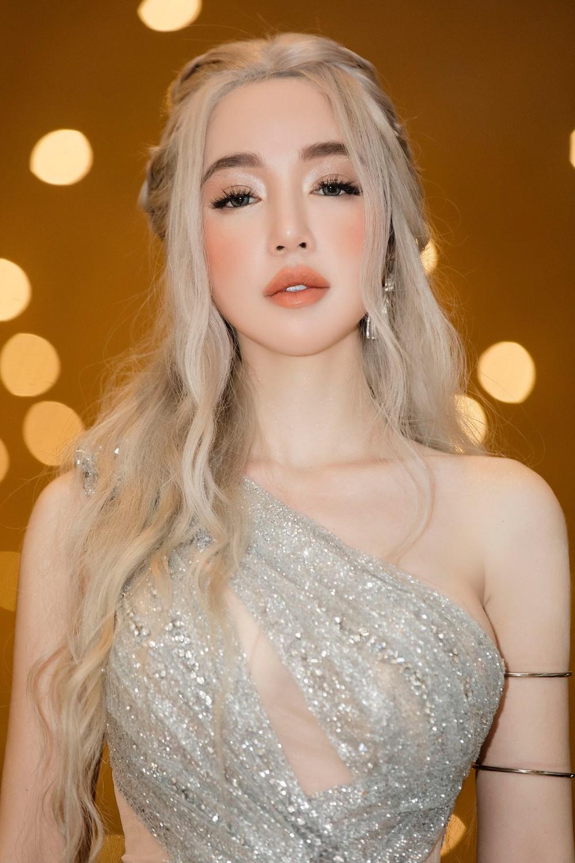 Elly Trần đẹp lồng lộn khi hóa thân thành Mẹ Rồng dự sự  kiện