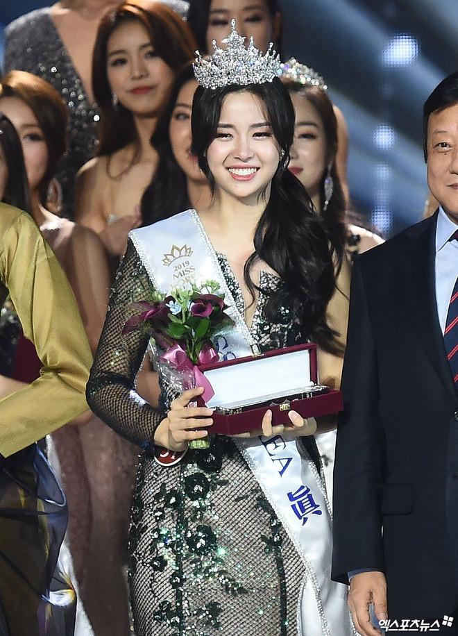 Chung kết Hoa hậu Hàn Quốc 2019 gây bão: Tân Hoa hậu xinh như idol, dàn Á hậu đằng sau bị chê mặt nhựa
