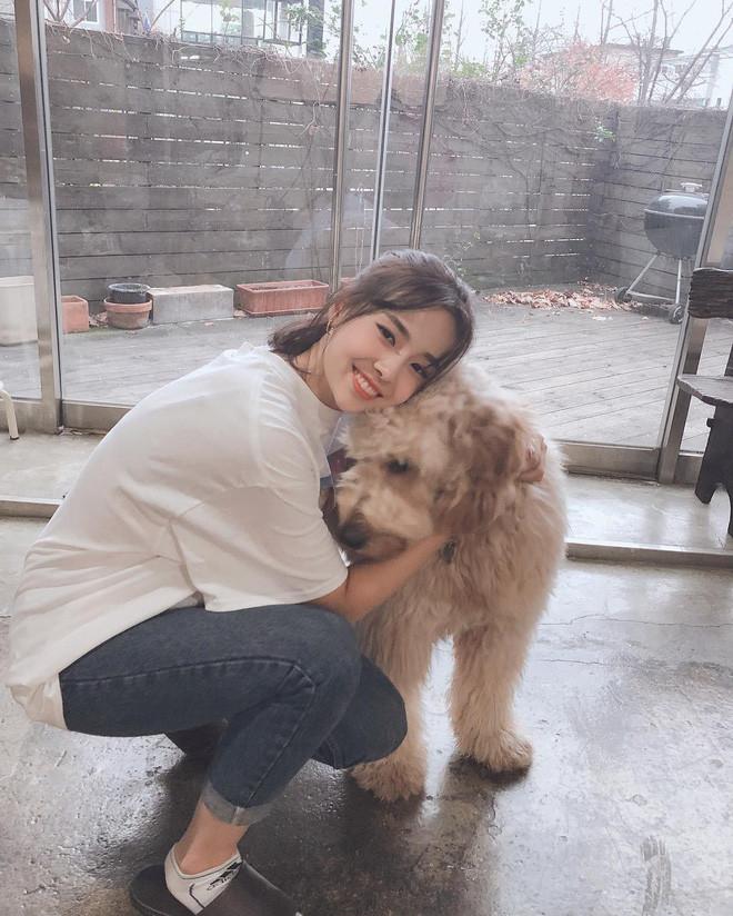 Ngất ngây với nhan sắc đời thường của Tân Hoa hậu Hàn Quốc 2019: Makeup sương sương vẫn sang chảnh hết phần người khác