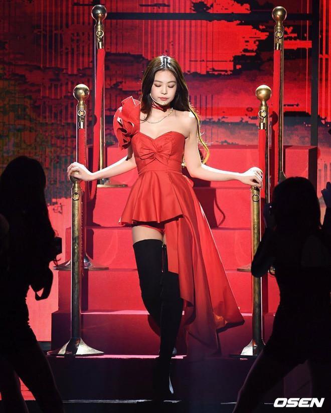 Suni Hạ Linh quyến rũ trên sân khấu nhưng sao lại hao hao Jennie (BLACKPINK) thế này!