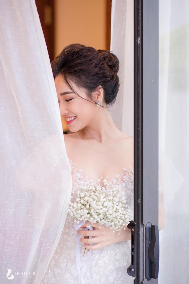 Loạt khoảnh khắc tình tứ của Trường Giang và Nhã Phương được hé lộ sau một năm kết hôn