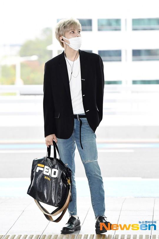Vị thần phương Đông Jaejoong (JYJ) nổi bật với nhan sắc vô đối thủ tại sân bay Hàn Quốc sang Việt Nam