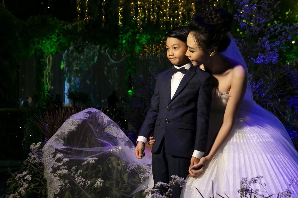 Subeo diện vest bảnh bao tham dự đám cưới cổ tích của Đàm Thu Trang và Cường Đô La