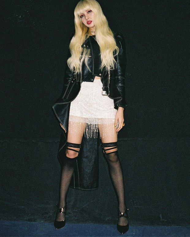 Từ giã mái tóc đen, Lisa trở lại hình tượng tóc bạch kim cosplay Nicki Minaj trong Kill This Love cực ngầu
