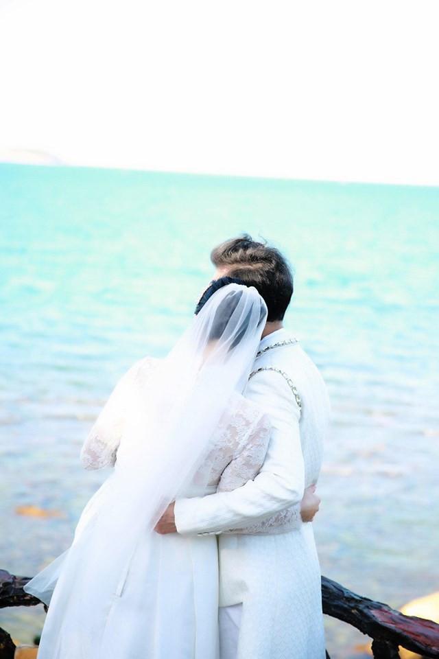Ông hoàng nhạc sến Ngọc Sơn bất ngờ tung ảnh cưới ở tuổi U50