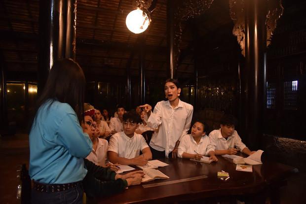BB Trần chính thức mở đại hội giải nghiệp với hội chị em miền Tây, quẫy bất chấp với vũ điệu gãy tay của Sơn Tùng