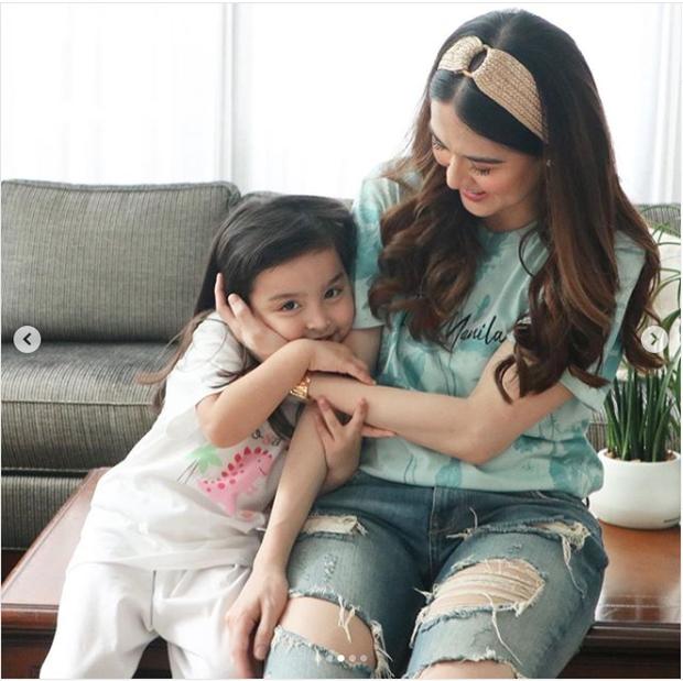 Góp mặt trong ảnh hậu trường, con gái mỹ nhân đẹp nhất Philippines được khen xinh hơn cả mẹ
