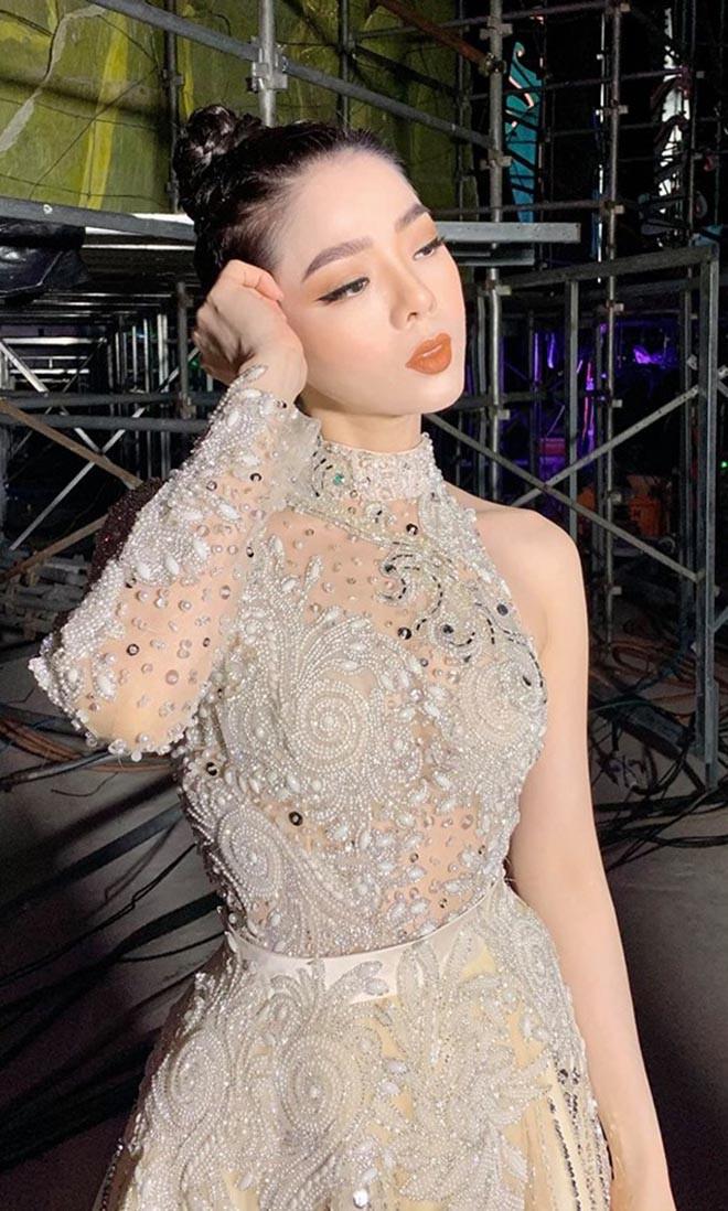 Lệ Quyên đáp trả mạnh mẽ khi bị chê nói dài dòng trên sóng Miss World Vietnam