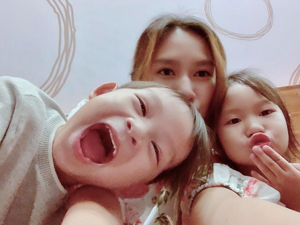 Bà xã Lý Hải chia sẻ lý do dù 1 nách 4 con vẫn quá sung sướng khiến hội mẹ bỉm sữa phải gật gù