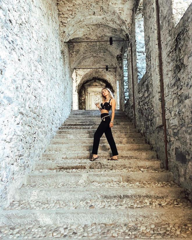 Ly thân như Miley Cyrus: không những không đau buồn mà còn tươi rói đi du lịch khắp nơi