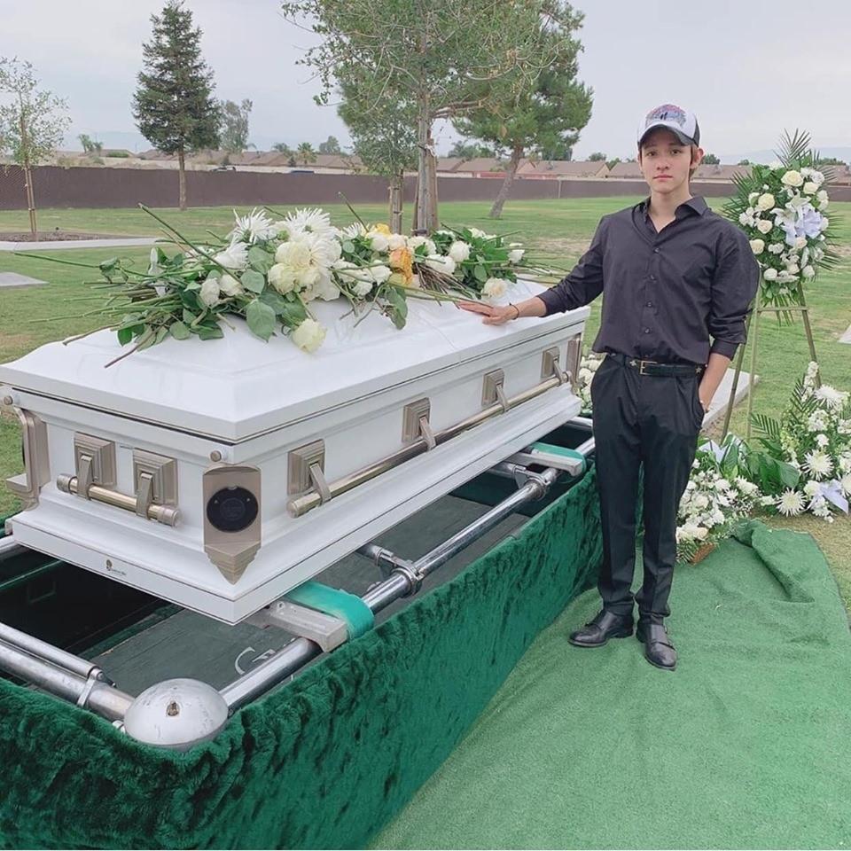Hoàng tử lai Kim Samuel lần đầu lộ diện sau tang lễ của cha ruột, vẻ mặt tươi tắn khiến fan yên lòng