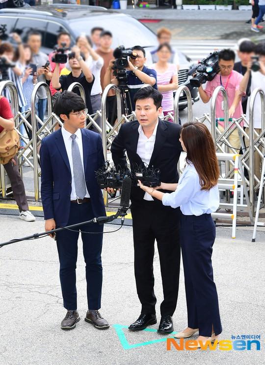 Ông trùm Kpop quyền lực năm nào Yang Hyun Suk nay đã phải cuối đầu trình diện trước cảnh sát
