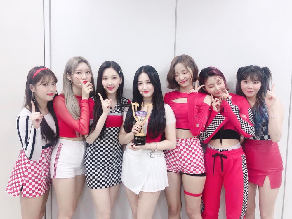 TWICE, Red Velvet cùng loạt tân binh sừng sỏ sẽ tham gia lễ trao giải AAA 2019 tại Việt Nam?