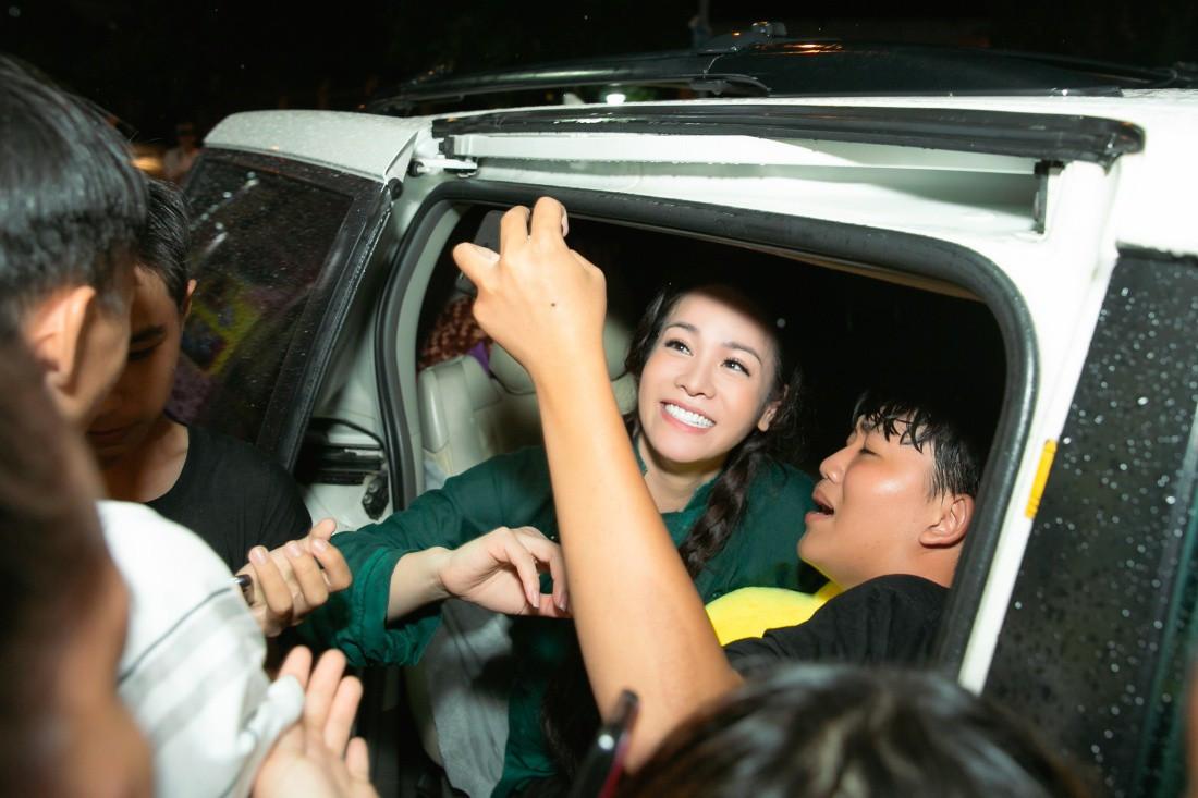 Tiếng sét trong mưa gây sốt, Nhật Kim Anh lần đầu mang Thị Bình ra đời thực, trở thành ca sĩ hot nhất miền Tây