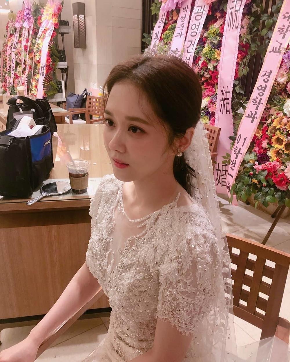Jang Nara xinh đẹp khi diện váy cưới, dân tình thổn thức trước nhan sắc hack tuổi khó tin