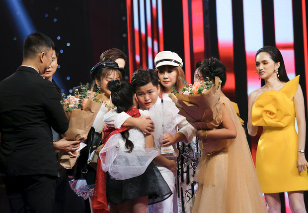 Lâm Khánh Chi ủng hộ Dương Triệu Vũ, bênh vực Hương Giang sau lùm xùm ở Giọng Hát Việt Nhí