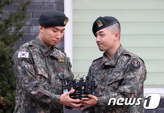 Mùa xuân tháng 11 của V.I.P: Taeyang và Daesung chính thức xuất ngũ hôm nay
