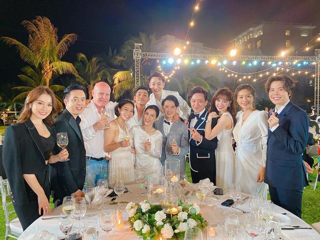 Đông Nhi - Ông Cao Thắng quẫy cực xung với Yêu là cưới, kéo nguyên dàn vũ công khách mời lên sân khấu
