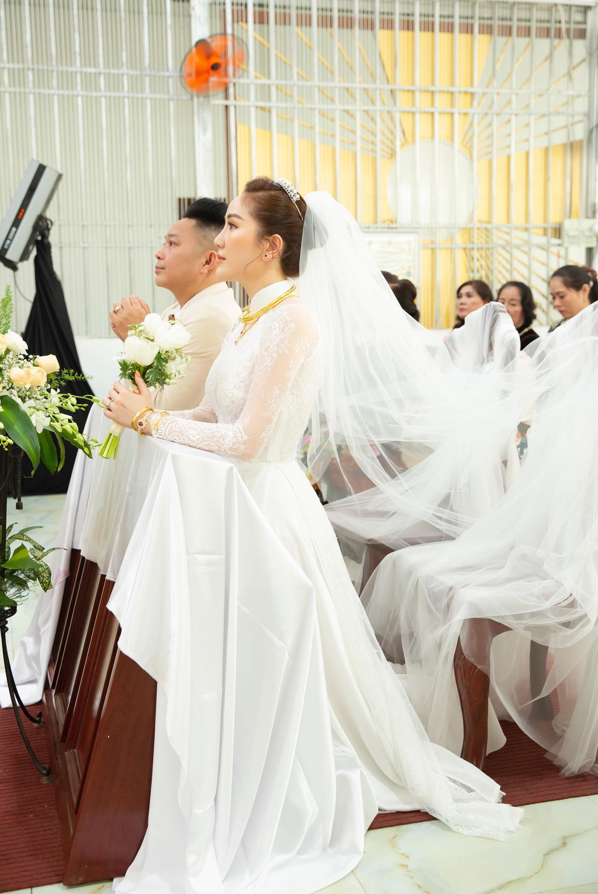 """Bảo Thy xúc động chia sẻ về ông xã sau đám cưới tại nhà thờ: Đời người có thể và kết hôn nhiều lần..."""""""
