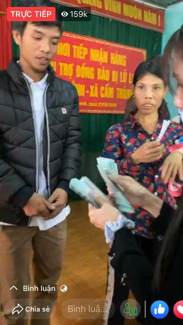 Vợ chồng Thuỷ Tiên và Công Vinh đã có mặt tại miền Trung, chuẩn bị vali tiền mặt để phát cho bà con
