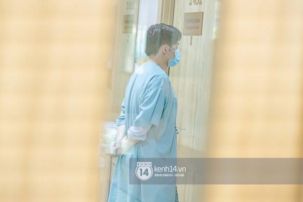 Lộ khoảnh khắc Đông Nhi bật khóc vì phải chuyển sang phòng mổ vì khó sinh thường