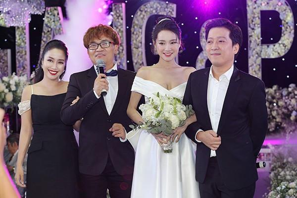 So kè khối bất động sản của Trường Giang - Nhã Phương với Trấn Thành - Hari Won