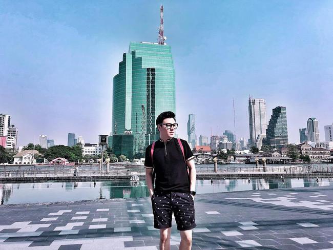 Tái xuất sau 5 năm bỏ bê vai trò MC, Tuấn Tú gây bất ngờ trước ngoại hình cực phẩm của người anh trai là ca sĩ