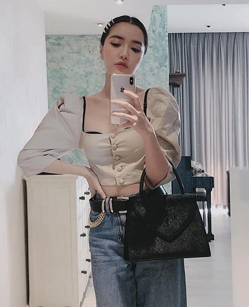 Phong cách ngày càng táo bạo của Bích Phương: Mạnh dạn mặc áo cổ rộng để lộ cả nội y