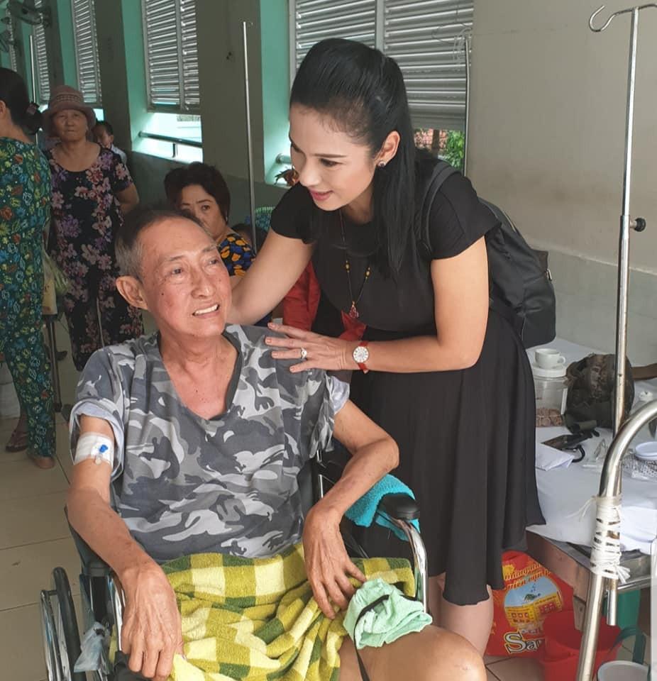 Việt Trinh nghẹn ngào nói về bệnh tình của Lê Bình: Phần dưới mất kiểm soát, xuơng rất dễ gãy