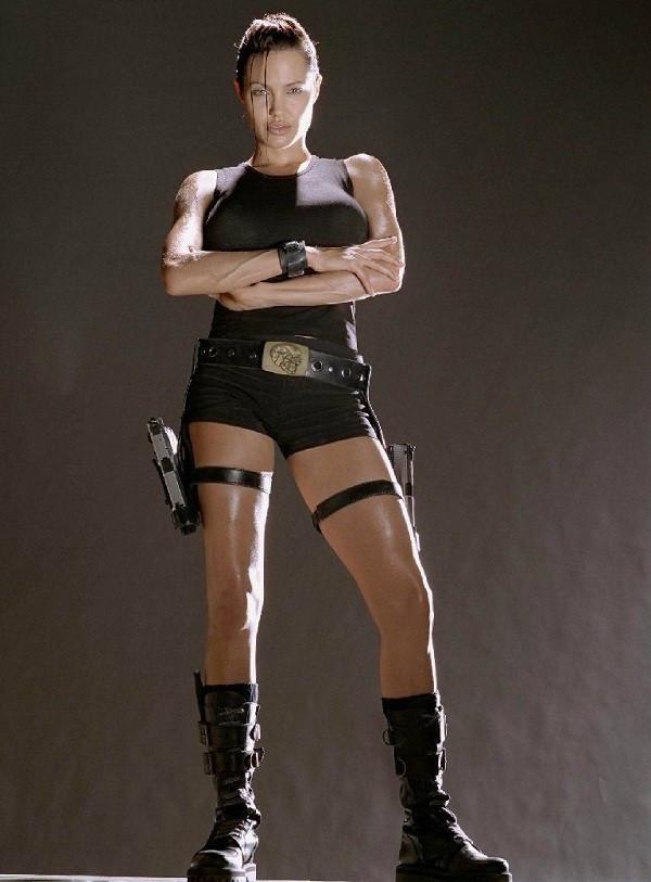 Netizen nghi ngờ Jennie (Black Pink) sao chép phong cách của Lara Croft - Angelina Jolie