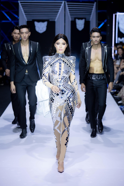 Võ Hoàng Yến - Minh Tú dẫn đầu dàn mẫu nam hùng hậu mở màn Tuần lễ thời trang quốc tế Việt Nam
