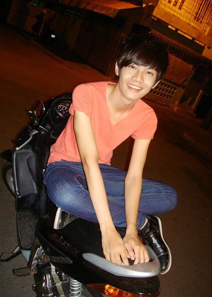 Trước khi lột xác gợi cảm thành Hoa hậu Quận 10, Đào Bá Lộc từ một chàng trai với thân hình nhẹ tựa lông hồng khó tin