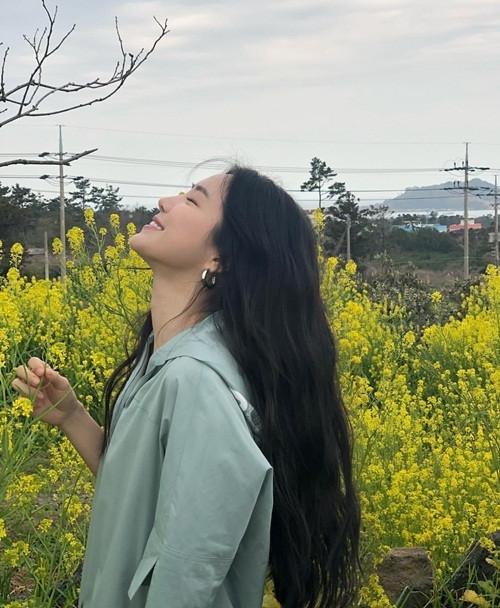 Lisa khoe eo con kiến, Rosé đẹp mê đắm lòng người dưới nắng California