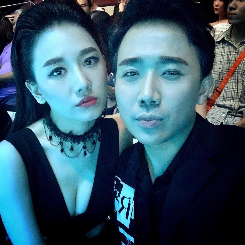 Không chỉ chăm diện đồ đôi, Trấn Thành - Hari Won bây giờ còn kẻ lông mày như thể copy - paste