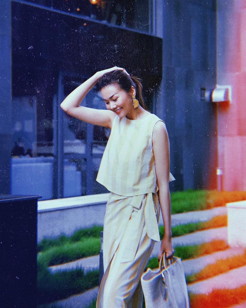 Khổng Tú Quỳnh bị đánh bầm dập mặt mày vẫn đam mê chụp ảnh